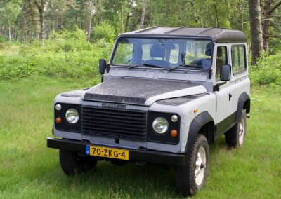 Land Rover 90 links voor