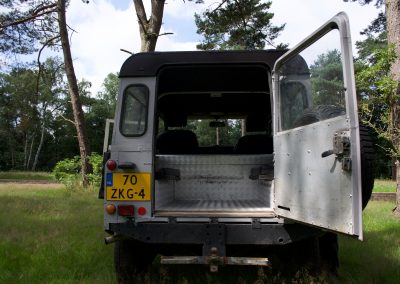 Land Rover 90 achterin