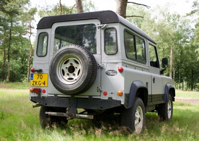 Land Rover 90 rechts achter