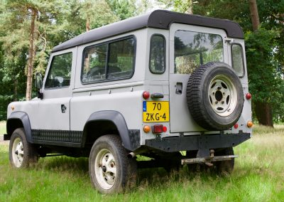 Land Rover 90 links achter