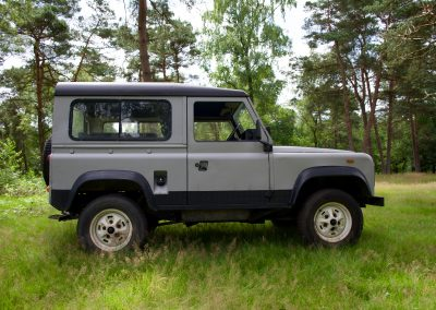 Land Rover 90 rechts