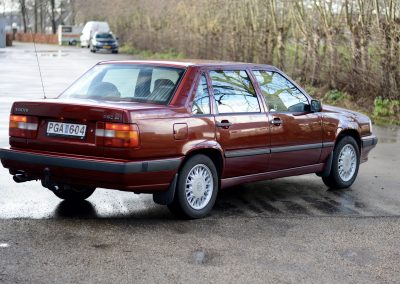 Volvo 850 pearl red rechts achter