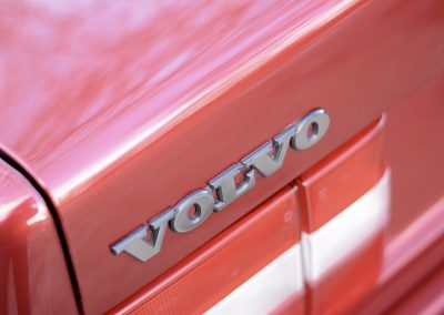 Volvo 850 pearl red Volvo badge