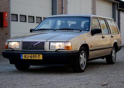 Volvo 745 links voor