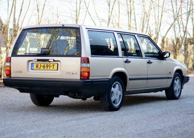 Volvo 745 rechts achter