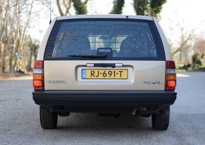 Volvo 745 achter