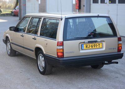 Volvo 745 links achter