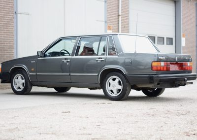 Volvo 740 links achter