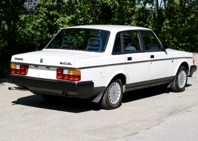 Volvo 244 wit rechtsachter