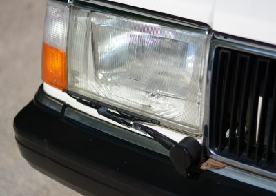 Volvo 244 wit koplamp