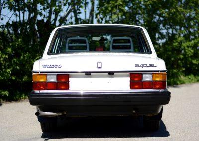 Volvo 244 wit achter