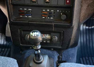 Volvo 244 wit middenconsole