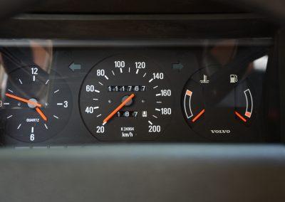 Volvo 244 wit tellerstand