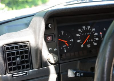 Volvo 244 wit dashboard