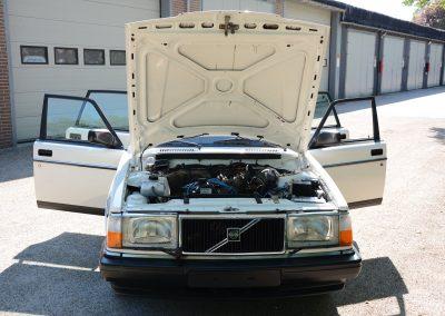 Volvo 244 wit voor open