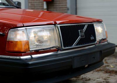 Volvo 240GL voorkant