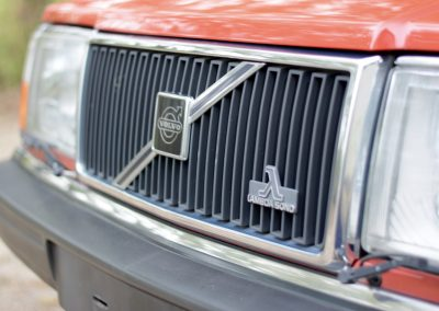 Volvo 240GL grille
