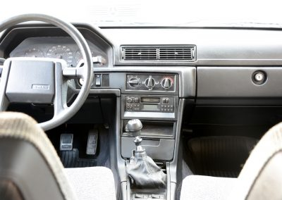 Volvo 745 rood dashboard