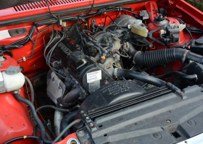 Volvo 745 rood motorruimte