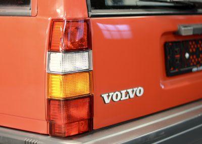 Volvo 745 rood achter