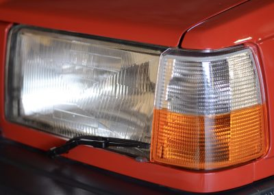 Volvo 745 rood koplamp