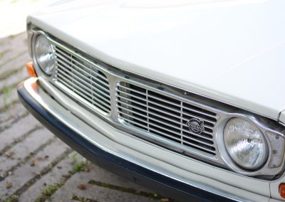 Volvo 142 front