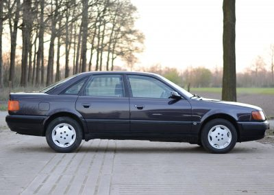 Audi 100 rechts
