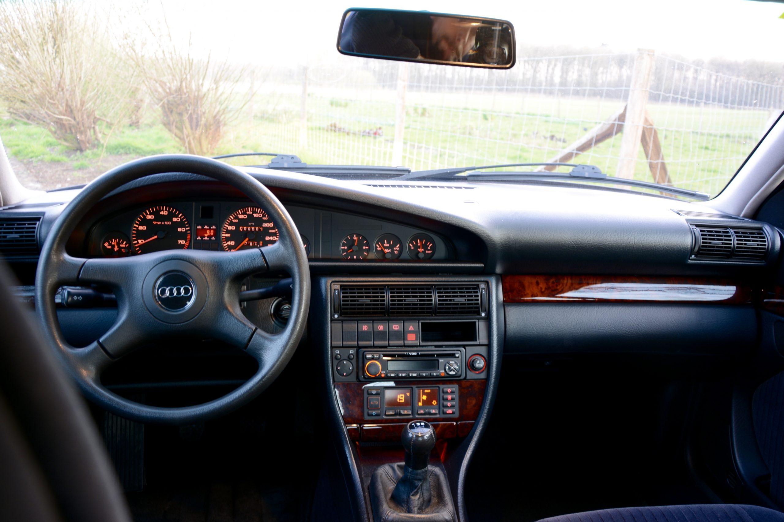 Audi 100 dashboard
